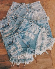 high waist distressed denim shorts. so cute with crop tops