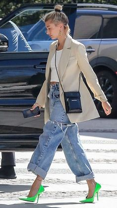 11 Feb 2020 - Awesome 42 Affordable Street Style Jeans Ideas For This Spring To Try Blazer Jeans, Look Blazer, Casual Blazer, Fashion Mode, Look Fashion, Fashion Trends, Estilo Hailey Baldwin, Hailey Baldwin Tattoo, Mode Outfits