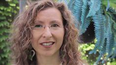 ¿Has visto el video de Amanda: Diario de una Bruja Moderna (Secretos de Felicidad Cotidiana)? Difundelo y ayudanos a ser cada día más y más felices.
