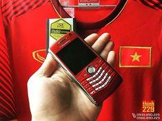 #inst10 #ReGram @blackberry.vietnam: Từng con phố nhuộm đỏ màu cờ  #blackberryvietnam #blackberry #blackberryclubs #blackberryphoto #bber #blackberrymobile #teamblackberry #weareblackberry  #bber  #FF #instafollow #l4l #tagforlikes #followback #love #instagood #photooftheday