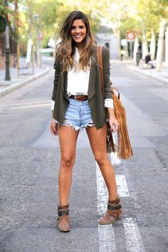 awesome How To Wear Shorts In The Cold Fall Days, Faal Shorts Models street style short models cold fall wear Models 2015 Style Shorts trends Shorts Models, Mode Outfits, Short Outfits, Fashion Outfits, Fashion Trends, Denim Outfits, Jeans Fashion, Dressy Outfits, Casual Wear, Spring Summer Fashion