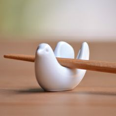 【白山陶器】【波佐見焼】【とり型はしおき】【楽ギフ包装選択】 Chopstick Rest, Ceramic Animals, Incense Burner, Clay Art, Cool Designs, Pottery, Tableware, Pigeon, Product Design