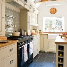 Country-style kitchen I want that oven
