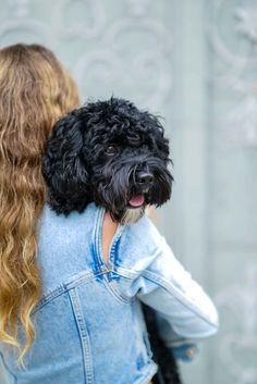 Die Ü40 Bloggerin Nicki Nowicki in einem Denim Overall von Filles a Papa. Mehr individuelle Styles für Frauen gibt es auf rebelinanewdress.com Anti Aging, Givenchy, Denim Overall, Trends, Outfit, Baby Pets, Overalls, Dreadlocks, Hair Styles