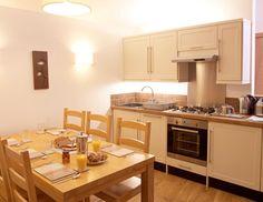 Kleine houten keuken wieringh keukens wieringh keukens pinterest kitchens storage and house - Kleine keuken ...