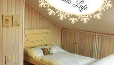Cama de madera inspirada en los muebles con palets Toddler Bed, Diy, Furniture, Home Decor, Solid Wood, Vintage Decor, Recycling, Beds, House Decorations