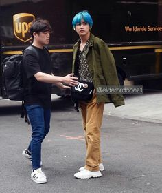 📷 190413 BTS Members Master Street Style in New York. Jin and J-Hope are photographed walking the streets of New York City this morning promoting their new single 'Map of The Soul: Persona' UPDATE) Shinee, Sports Celebrities, Wattpad, Handsome Faces, V Taehyung, Kpop Outfits, New York Street, Bts Members, Perfect Man