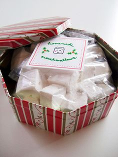 Organic Marshmallows~say goodbye to jet-puffed, preservative-laden, artificially dyed, stale storebought marshmallows. and hello to fluffy little clouds of vanilla dreaminess. Recipes With Marshmallows, Homemade Marshmallows, Marshmallow Recipes, Baker Recipes, Candy Recipes, Holiday Recipes, Holiday Ideas, Winter Ideas, Gourmet