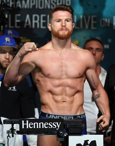 Boxer Canelo Alvarez poses on the scale during his official weigh-in at MGM Grand Garden Arena on September 2017 in Las Vegas, Nevada. Alvarez will challenge WBC, WBA and IBF middleweight. Get premium, high resolution news photos at Getty Images Saul Canelo Alvarez, Boxing Fight, Mma Boxing, Sport Body, Sport Man, Gennady Golovkin, Professional Boxing, Redhead Men, Mgm Grand Garden Arena