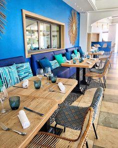 Bulle doxygène bulle dénergie bulle dair... Avec la mer en toile de fond la décoratrice @agence_annabelle_fesquet a mis en scène les différents espaces de lhôtel. Elle sest inspirée des ressources marines et végétales environnantes pour transformer @lesbullesdemer en un cocon à lesprit bohème chic. . . .  LES BULLES DE MER  hôtel restaurant spa .  Saint Cyprien (66) ____ #lesbullesdemer #saintcyprien #stcyprien #saintcyprienbeach #decorinterior #interiordesign #hotel #spa #restaurant #travel… Bulle D Air, Hotel Restaurant, Tapas, Patio, Sport, Outdoor Decor, Instagram, Home Decor, Bohemian Restaurant
