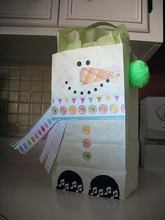 snowmen treat bags. Awesome blog for holiday ideas or party ideas in general.