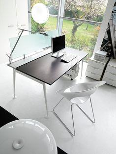 VIKTOR Desk by IVM