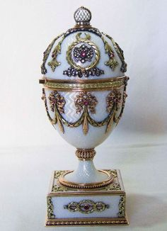 Fabergé egg, though not Imperial. There isn't much is known about this one, other than it was made sometime before This egg is covered in white, translucent enamel over a guilloché ground. The decorations in four-colored gold, diamonds and rubies. Tsar Nicolas Ii, Tsar Nicholas, Fabrege Eggs, Faberge Jewelry, Imperial Russia, Egg Art, Russian Art, Egg Decorating, Saint Petersburg
