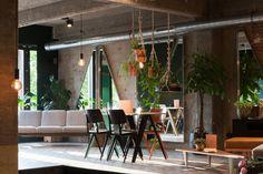Sanba is een local café op 't Eilandje in Antwerpen. Een coworking space, event ruimte en ontbijt- en lunchkantiene in één. Bar, Interior And Exterior, Places To See, Travel Inspiration, Furniture, Design, Home Decor, Hunting, Hotels