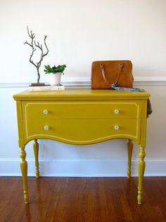 Mustard yellow console table    Paintedfurniture_dsbeddaylabamyshutt_rect540