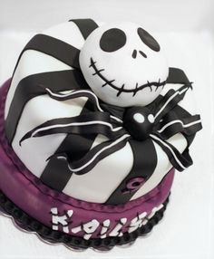Nightmare before Christmas Birthday Cake. Andres has picked his theme for his birthday. He really wants this cake 😁 Bolo Halloween, Halloween Torte, Halloween Birthday, Easy Halloween, Girly Cakes, Cute Cakes, Nightmare Before Christmas Girl, Christmas Birthday Cake, Birthday Cake For Cat
