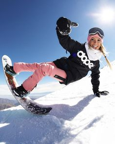 Mat out this winter period look with number of girls' styles - is comprised of trendy snow mens winter coats, shoes, cosy scarves and more. Snowboarding Outfit, Snowboarding Women, Snowboarding Quotes, Apres Ski Party, Ride Snowboard, Snowboard Design, Snow Outfit, Ski Goggles, Surfer Girls
