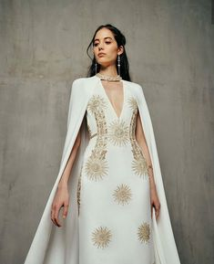 Made-to-Measure and Ready-to-Wear Couture Evening wear. Couture Mode, Couture Fashion, Runway Fashion, 2000s Fashion, Daily Fashion, Street Fashion, Fashion Tips, Belle Silhouette, Fantasy Gowns