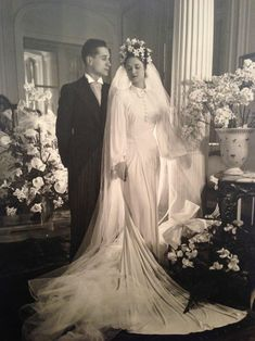 +~+~ Vintage Photograph ~+~+ Wedding Portrait of couple married in Paris a few months before Germany invaded in 1940.  Both survived the war.