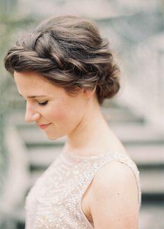 Love sur la Comète l Blog Mariage - Inspirations pour un Mariage simplement élégant!: UN CHIGNON BAS FAÇON COIFFÉ-DÉCOIFFÉ