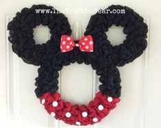 The Ultimate List of Minnie Mouse Craft Ideas! Disney Party Ideas - - The Ultimate List of Minnie Mouse Craft Ideas! Cute Minnie Mouse crafts, Disney Party Ideas, DIY Crafts and fun food recipes. Mickey Mouse Wreath, Mickey Mouse Crafts, Disney Crafts, Disney Christmas Decorations, Christmas Wreaths, Christmas Crafts, Xmas, Mickey Christmas, Disney Merch