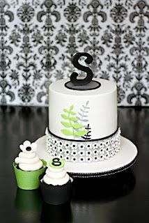 it even has an S on it! This would make a cute birthday or celebration cake!