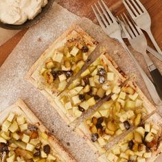 These simple, rustic apple, pear and raisin tarts are scrumptious and easy to make! They're perfect for an Autumn or mid-winter treat with a side of cinnamon yoghurt cream (a mix of cream and yoghurt, spiked with cinnamon). The ground almonds … Continued Pudding Desserts, Dessert Recipes, Dessert Ideas, Yummy Recipes, Chocolate Creme Brulee, Sugar Free Deserts, Cooked Apples, Cook Up A Storm, Apple Pear