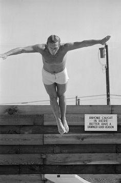 Ces instants de vie de Steve McQueen ont été capturés par le photographe John Dominis, qui a suivi l'acteur pendant trois semaines, durant le printemps 1963.
