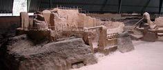 """http://mundodeviagens.com/joya-de-ceren/ - Chamam-lhe a """"Pompeia das Américas"""", mas é difícil encontrar semelhanças entre os achados arqueológicos de um e de outro lado do mundo. Tanto as civilizações como as épocas são muito diferentes, todavia - tal como aconteceu, no ano 79 d.C., em Pompeia – também a comunidade de Joya de Cerén, em El Salvador, foi apanhada por uma enorme erupção vulcânica, por volta do século VII."""