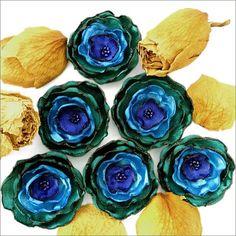 Цветы и украшения из ткани.  Flowers and decorations made of cloth.