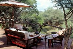Makanyane Safari Lodge in Madikwe consists of a beautiful main building and eight stunning suites.