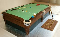 Pool table cake....my dad would have loved this! I would have loved giving it to him !!!