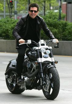 If you're Tom Cruise, how better to arrive in style for the premier of Mission Impossible 3 than aboard a Confederate Hellcat Confederate Motorcycles has been drawing attention to a Tom… Harley Davidson Motorcycles, Custom Motorcycles, Custom Bikes, Touring Motorcycles, Motorcycle Touring, Girl Motorcycle, Motorcycle Quotes, Triumph Motorcycles, Triumph T100