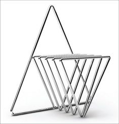 minimaliste | chair | minimalism | minimalist chair | box chair | white chair | chaise blanche | geometric | triangle chair | chaise triangle | inspiration géométrique