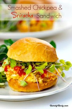 Smashed Chickpea Sriracha Salad Sandwich - a perfect 30 minute or less meal that will have you enjoying a delicious plant-based meal in minutes! Best Vegetarian Sandwiches, Vegan Sandwich Recipes, Best Vegan Recipes, Vegan Dessert Recipes, Lunch Recipes, Vegetarian Recipes, Healthy Recipes, Lunch Foods, Vegan Sandwiches