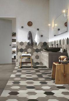 carrelage hexagonal salle de bain en taupe, blanc cassé et noir