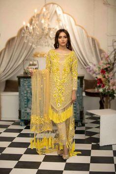 Pakistani Fashion Casual, Pakistani Dresses Casual, Pakistani Bridal Dresses, Pakistani Dress Design, Indian Fashion, Designer Party Wear Dresses, Kurti Designs Party Wear, Indian Designer Outfits, Dress Neck Designs