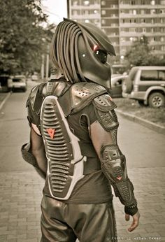 The Predator Motorcycle Helmet is a biker's helmet that looks just like the Predator, no not your creepy neighbor with a thin mustache that creeps around the playground for hours at a time, the Predat. Motorcycle Mask, Custom Motorcycle Helmets, Ducati, Tricycle, Yzf R125, Cool Bike Helmets, Predator Helmet, Motorbike Accessories, Biker Gear