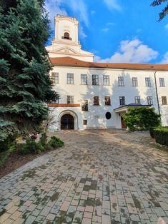 Püspöki palota Hungary, Mansions, House Styles, Home Decor, Decoration Home, Manor Houses, Room Decor, Villas, Mansion