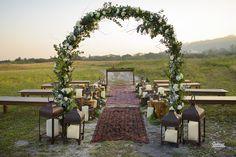 {SIMples} Produção Lápis de Noiva – Casamento Romântico Boho http://lapisdenoiva.com/simples-producao-lapis-de-noiva-casamento-romantico-boho/ Foto: Cadeira Amarela