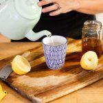 La preparación de este tées muy fácil, te ayudará a acelerar el metabolismo para que pierdas kilos y kilos.  Beneficios adicionales: 1.- Limpia los intestinos. 2.- Elimina grasa abdominal y hace que no vuelva. 3.- Reduce el colesterol y la glucosa. ¿Qué necesitas? 1 Litro de agua 1 Ram…