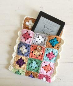Crochet mini granny square tech case tutorial. SugarBeans.org
