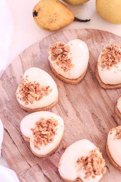 Pěnové dortíky s karamelizovanými jablky Camembert Cheese, Cake, Desserts, Food, Tailgate Desserts, Deserts, Kuchen, Essen, Postres