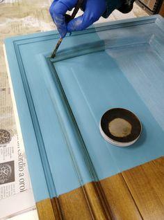 verniciare le ante di una cucina con la vintage paint Rinnova la tua cucina senza spendere un patrimonio in maniera semplice, economica e divertente.