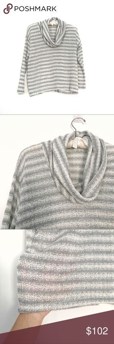 Splendid sweater Excellent condition lightweight comfy sweater with beautiful drape Splendid Sweaters Cowl & Turtlenecks