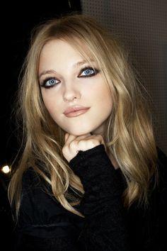 Vlada Roslyakova: Intense Black Smokey Eyes, Porcelein Skin, Nude Lips and Tousl… - Eyeliner Edgy Makeup, Grunge Makeup, Cute Makeup, Pretty Makeup, Smudged Eyeliner, Eyeliner Looks, Black Eyeliner, Eyeliner Pencil, Makeup Tips