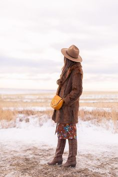 My first TREND GUIDE of Spring 2019 is a free-spirited, transitional take on faux fur, florals, western boots, flat-brimmed hats and Pantone colour trends. Brown Faux Fur Coat, Flat Brim Hat, Girl Standing, Wide-brim Hat, Bohemian Look, Brunette Girl, Brown Floral, Ceramic Beads, Spring Trends