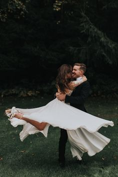 These two got married on a private road lined with trees in the middle of the forest! These two were married on a private road lined with trees . Wedding Shot List, Wedding Couple Photos, Tree Wedding, Forest Wedding, Wedding Poses, Wedding Portraits, Wedding Pictures, Bride And Groom Pictures, Wedding White