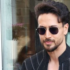 Tiger Shroff Body, Famous Indian Actors, Marvel Avengers Comics, Handsome Celebrities, Tiger Love, Vijay Actor, Bollywood Pictures, John Abraham, All Black Looks