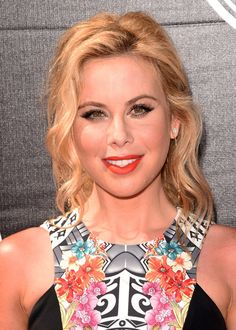 Tara Lipinski Loose Ponytail - Tara Lipinski looked lovely at the ESPYs wearing this loose wavy ponytail. Tara Lipinski, Loose Ponytail, Summer Olympics, Celebrity Hairstyles, Travel Style, Hair Trends, Fitness Fashion, Short Hair Styles, Hairstyle Ideas